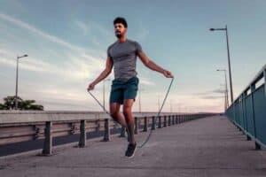 7 أسباب تجعل تمرين «النط بالحبل» مهماً للغاية