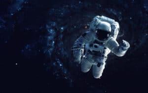 هل يستطيع أي إنسان الدخول إلى ثقب أسود لدراسته؟