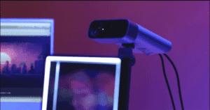 اخلق ذكريات واقعية: شاشة تحوّل الصور العادية إلى ثلاثية الأبعاد