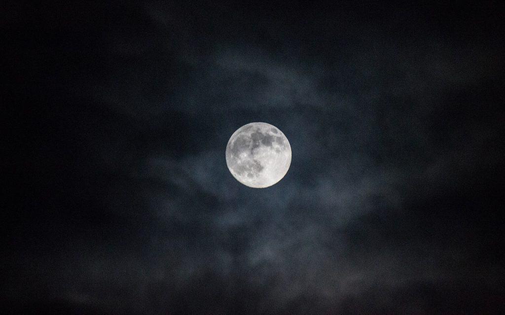 سيقترب لنلقى نظرة أخيرة: الأرض تودّع قمرها الصغير