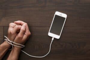 النوموفوبيا: رهاب فقدان الهاتف الذي لا يفارق يدي