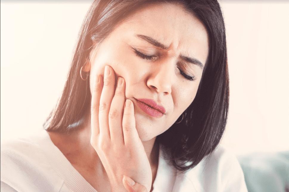 تسوس الأسنان: دليل شامل حتى تأكل الحلوى دون إزعاج