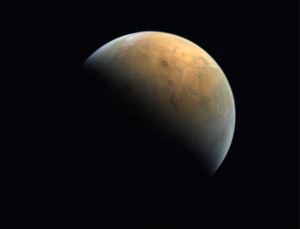من ارتفاع ٢٥ ألف كم: مسبار الأمل يرسل أول صورة للمريخ