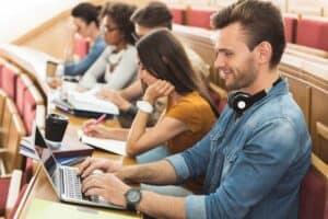 ما هو الغرض من الدراسة في الجامعة؟