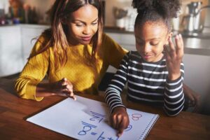 حتى إذا كنت لا تفهمها: 5 طرق لمساعدة طفلك في فهم الرياضيات