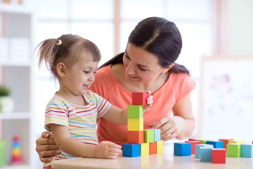 حتى لا يشعروا بالملل: 4 طرق لتعليم الأطفال في المنزل