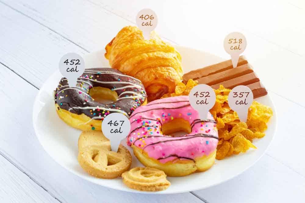 لماذا لا يمكننا الوثوق بأرقام السعرات الحرارية على ملصقات الأغذية؟
