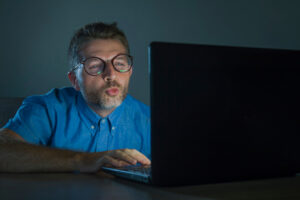 مشاهدة الأفلام الإباحية بين الإدمان وطرق التخلص منها