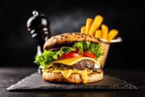 تناول الأطعمة غير الصحية يقلل من فاعلية النظام الغذائي