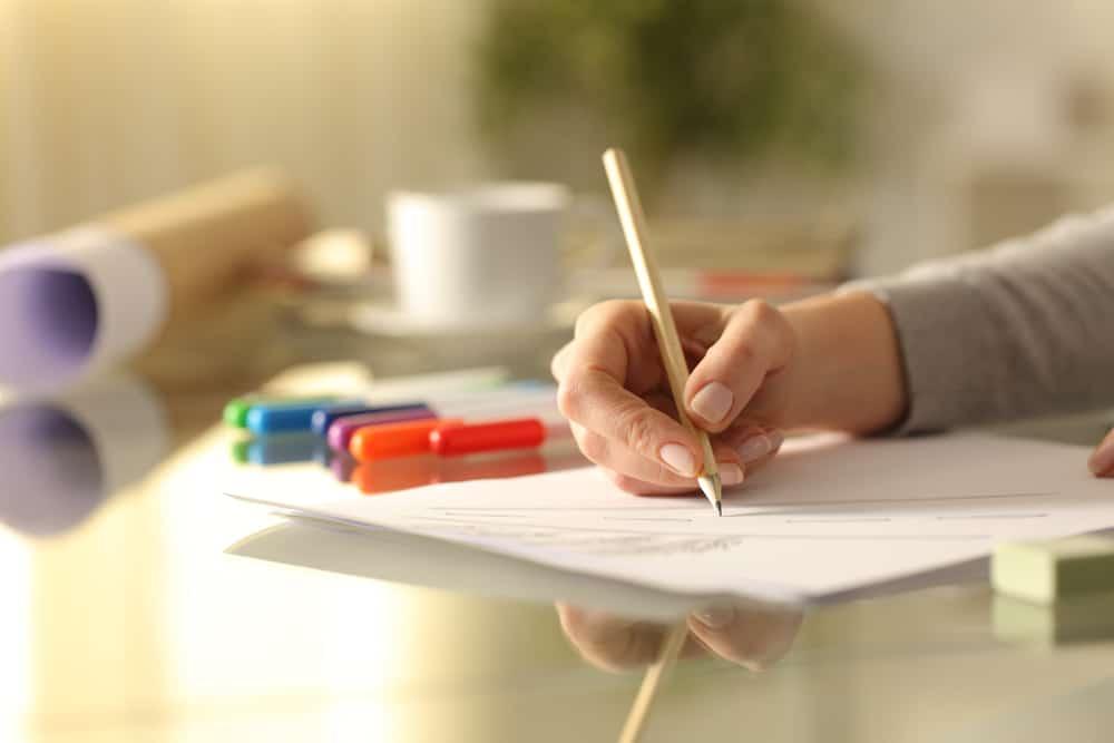 الكتابة على الورق تحفز الدماغ مقارنة بالكتابة على الأجهزة الإلكترونية