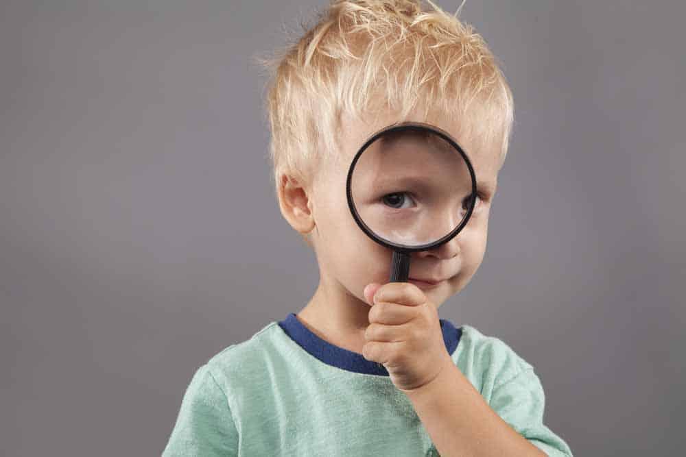 كيف يعرف أطفالك أنك تخفي مشاعرك الحقيقية؟