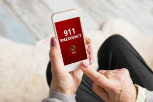 دليلك لضبط إعدادات اتصالات الطوارئ في هاتفك الذكي