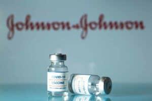استئناف استخدام لقاح جونسون آند جونسون بإرشادات خاصة