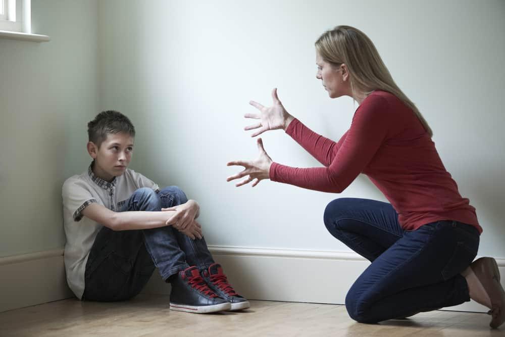 يؤثر على نمو الدماغ: العلم يقول لا تضرب طفلك