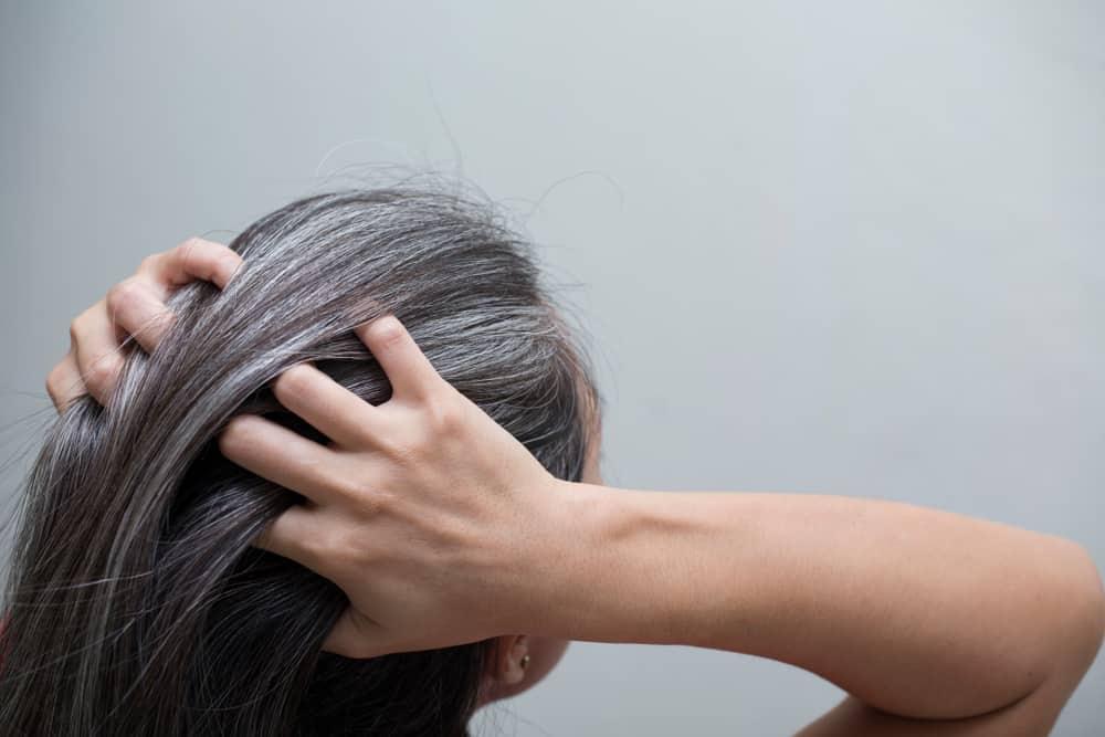 كيفية التخلص من الشعر الأبيض: حتى لا تبدو متقدماً في العمر