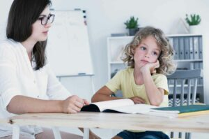 هل اضطراب نقص الانتباه مع فرط النشاط يصيب الفتيات بشكلٍ مختلف؟