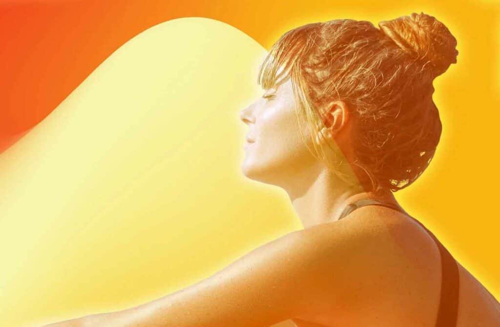 لماذا التعرّض للشمس يجعل لون الشعر أفتح والبشرة أغمق؟
