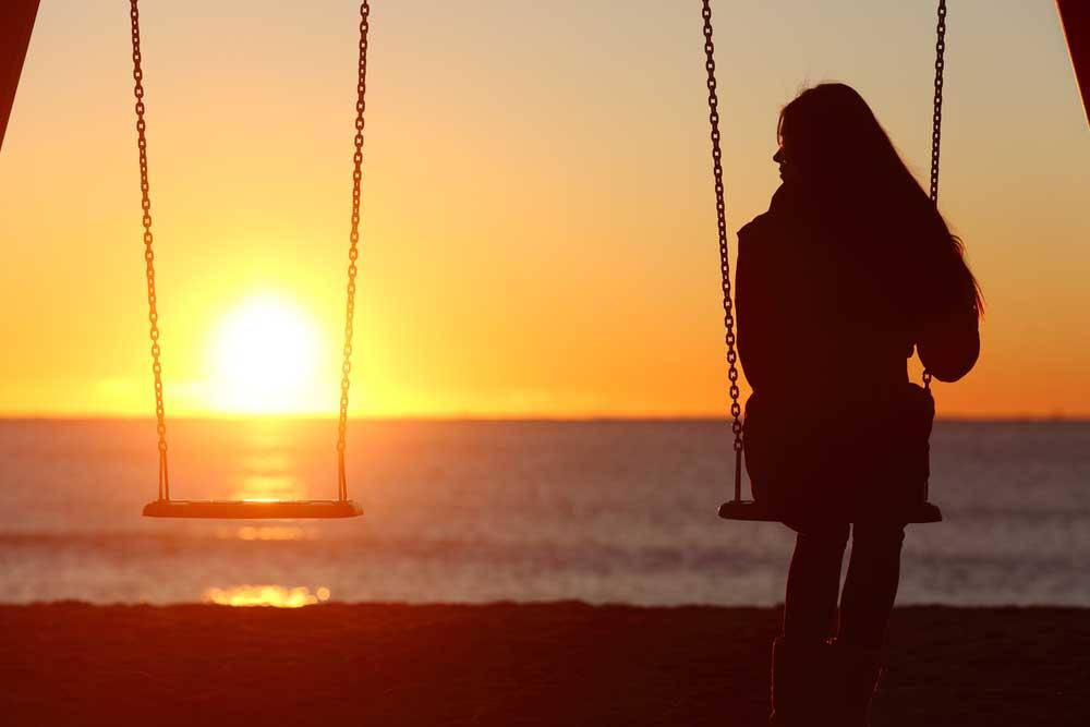 هل نعيش حياتنا في العالم وحدنا؟