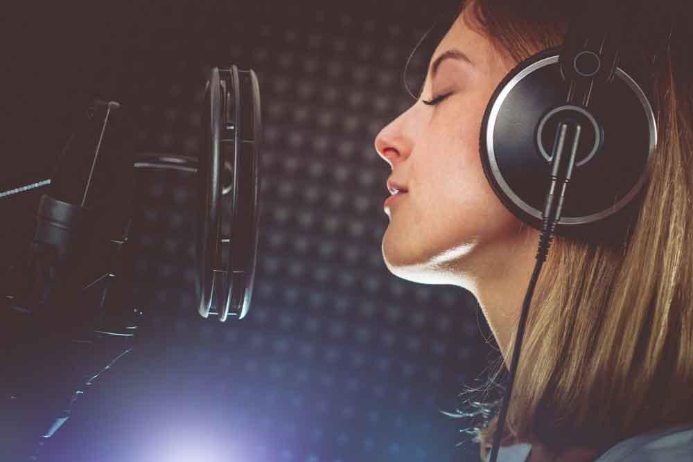 لماذا تختلف أصواتنا في التسجيلات الصوتية؟