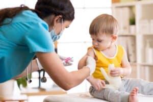 7 إجابات عن أشهر الأسئلة حول تطعيم الأطفال ضد كورونا