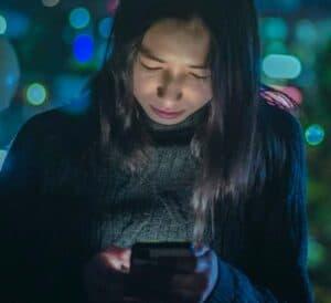 دليلك للتحكّم في سطوع شاشة هاتفك كما يناسبك