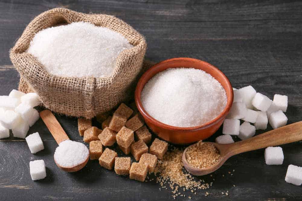 أيهما أسوأ: شراب الذرة مرتفع الفركتوز أم السكر؟