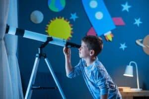 علّم أطفالك شغف البحث العلمي بهذه الخطوات