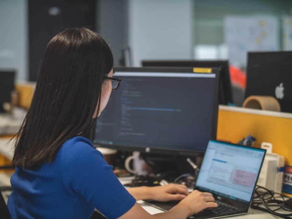 يمكنه العمل والتوقف تلقائياً: دليلك لضبط تشغيل الكمبيوتر