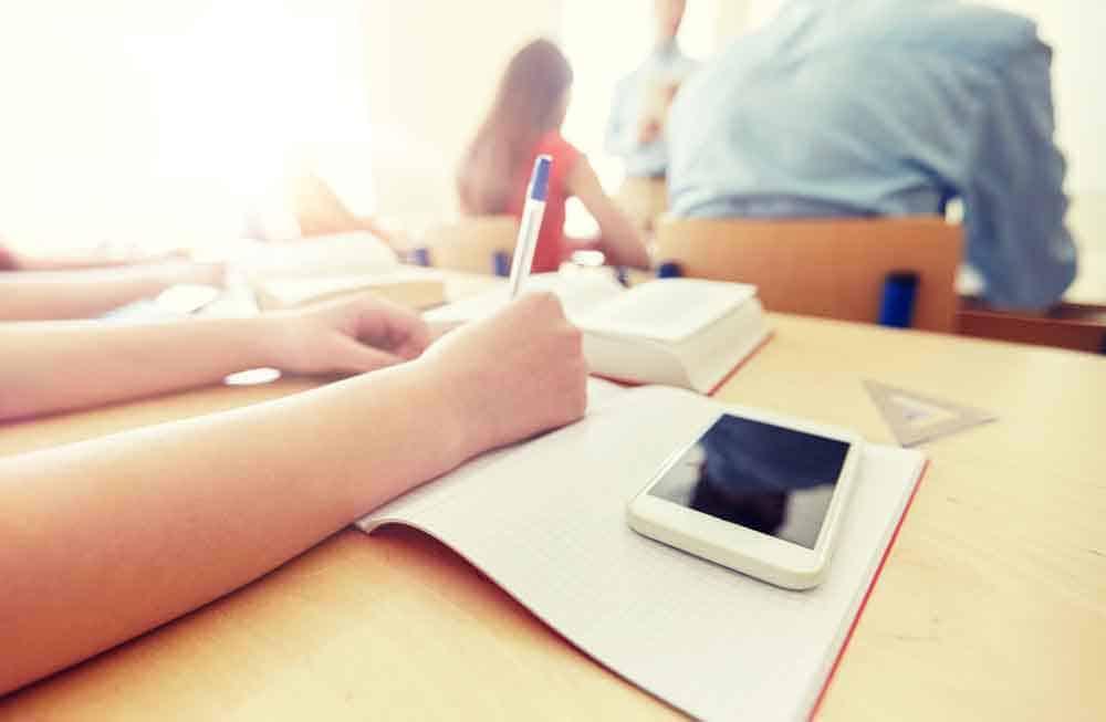 هل يجب حظر الهواتف الذكية في المدارس؟