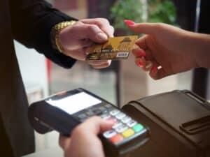 كيف يعمل قارئ بطاقات الائتمان؟