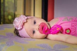 تعقيم لهاية الرضيع يزيد خطر إصابته بحساسية الطعام