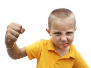 طفلي يضربني: لماذا يفعل ذلك؟ وماذا عليّ أن أفعل؟