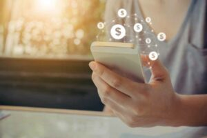أفضل 7 تطبيقات لإرسال وتحويل الأموال عبر الهواتف الذكية