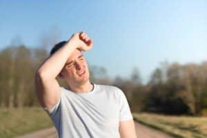 4 أجزاء في الجسم ننسى حمايتها من الشمس