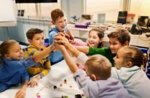 تعليم الأطفال المسؤولية الاجتماعية قد يقلل حوادث التنمر في المدرسة