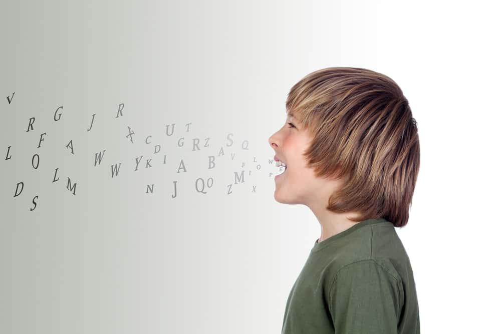 كيف أجعل طفلي يتحدث بطلاقة؟ إليك النصائح التالية