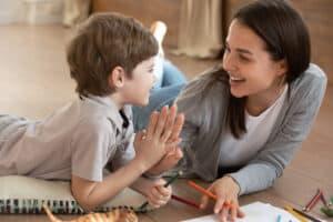 هل تؤثر الواجبات المنزلية سلباً على أطفالنا؟