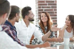 دليلك لتحقيق توازن صحّي في علاقتك بالآخرين