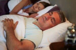 أسباب تحريك الساقين لا إرادياً أثناء النوم وبعض الحلول للتخلص منها