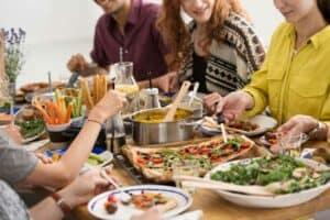 دليلك في المنزل: استمتع بحفلك الخاص وحافظ على البيئة أيضاً