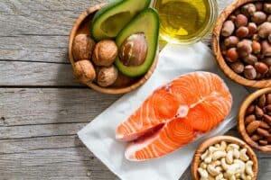 هل تناول المزيد من الدهون يضر صحتنا؟