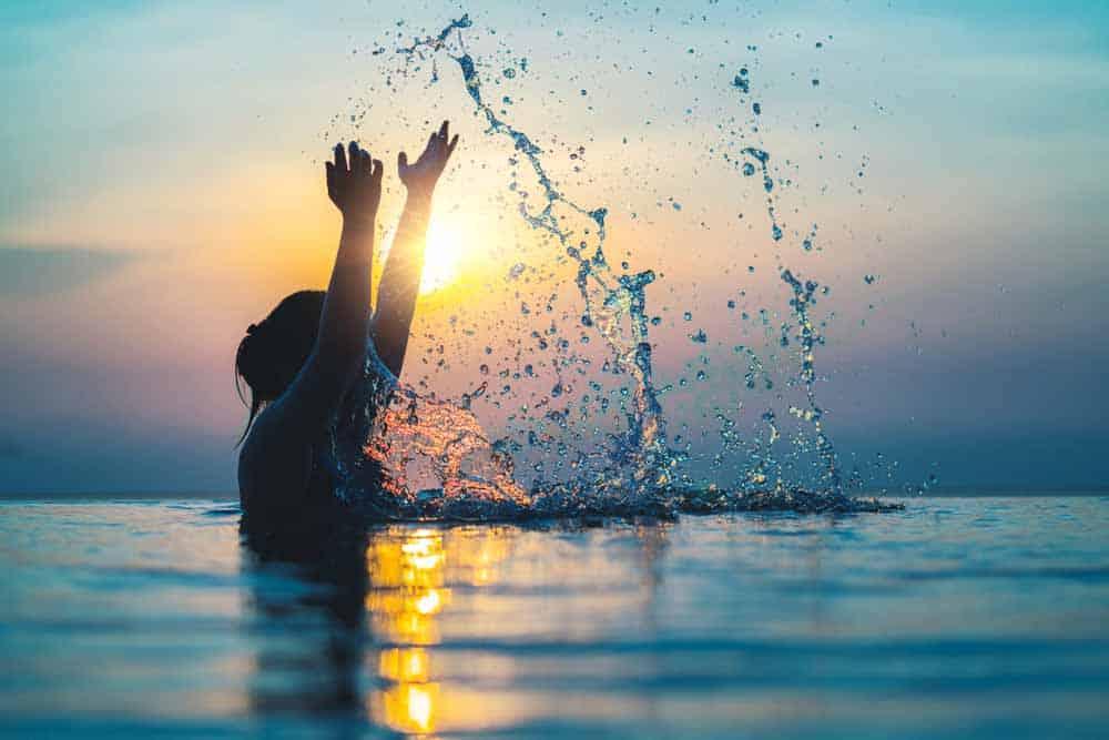 ماذا سيحدث لمستوى المياه إذا نزل كل البشر إلى المحيط دفعةً واحدة؟