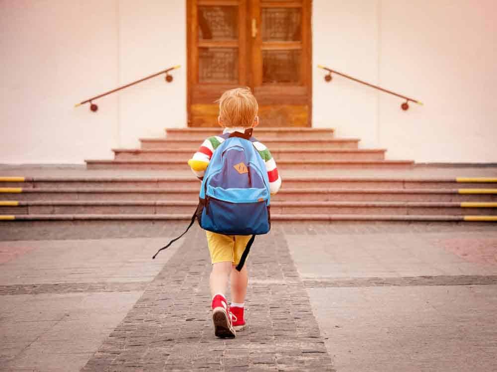 ابتعاد الأطفال عن منازلهم بمفردهم لمسافة آمنة يزيد ثقتهم في أنفسهم