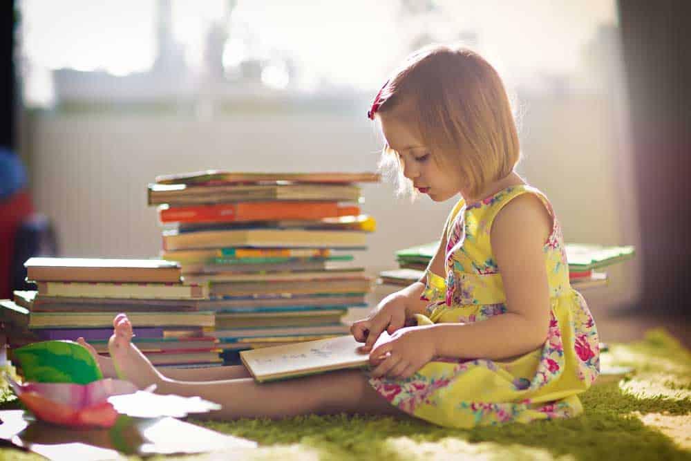 ما هو السن الأنسب لتعليم الأطفال مهارات مثل القراءة والسباحة؟