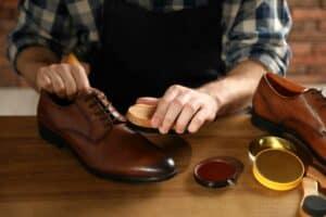 طرق بسيطة للحفاظ على الحذاء الجلدي