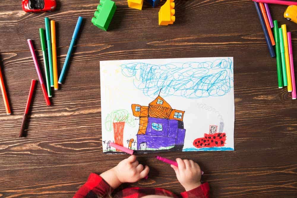 فوائد الرسم للأطفال: 6 طرق تساعد طفلك على التعبير عن مشاعره