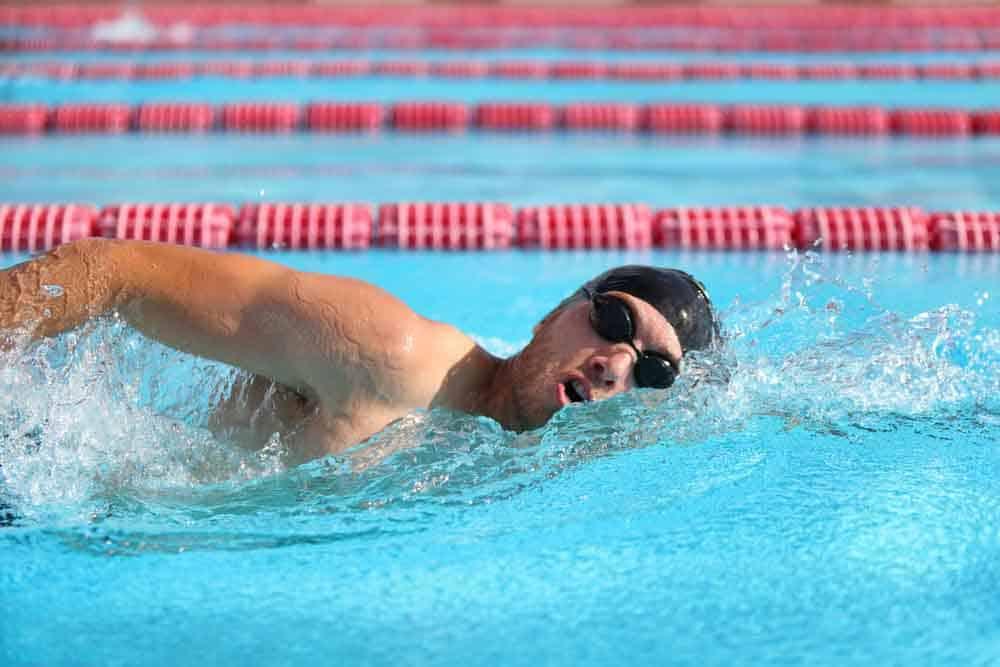 فوائد السباحة للكبار والصغار