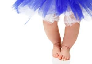كيف أعرف أن لدى طفلي تقوساً في الساقين؟