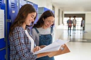 لماذا يتعلم بعض الطلاب بشكلٍ أفضل وهم يتحرّكون بدلاً من الجلوس؟