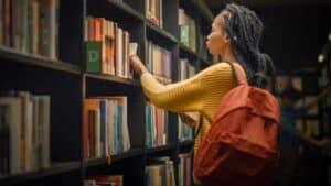 4 طرق للاستفادة من مكتبة الجامعة